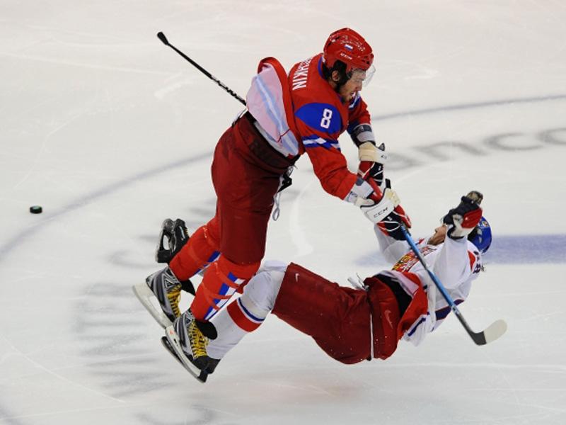 Хоккейный танк! Лучшие силовые приемы Овечкина!