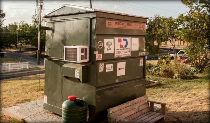 Год жизни в мусорном баке. (15 фото)