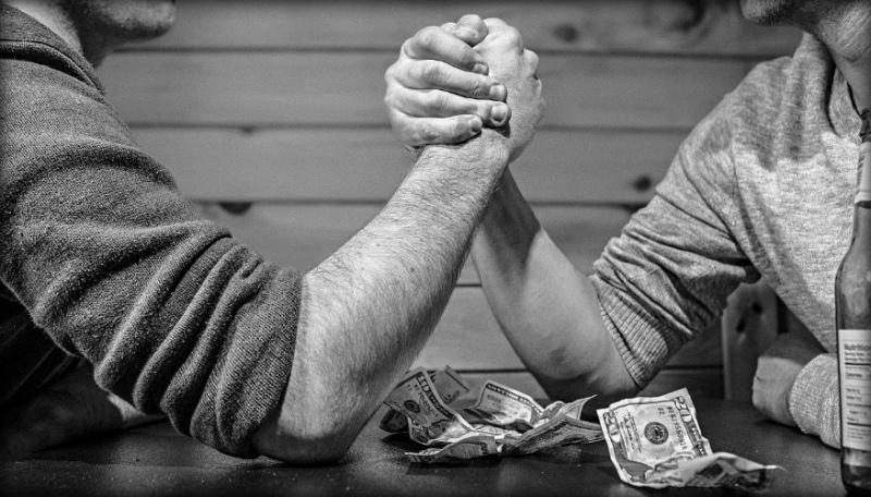 На что готовы люди пойти ради денег? Самые безумные споры!