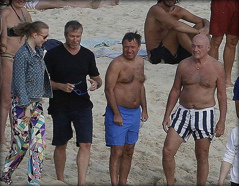 ТОП 15 пляжных костюмов известных политиков
