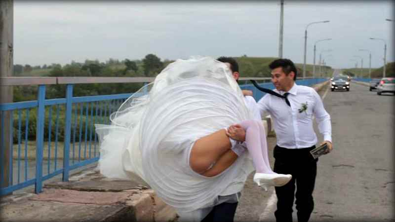 """Без слез не взглянешь: фотографии со свадеб, сделанные """"профессионалами"""" (20 фото)"""