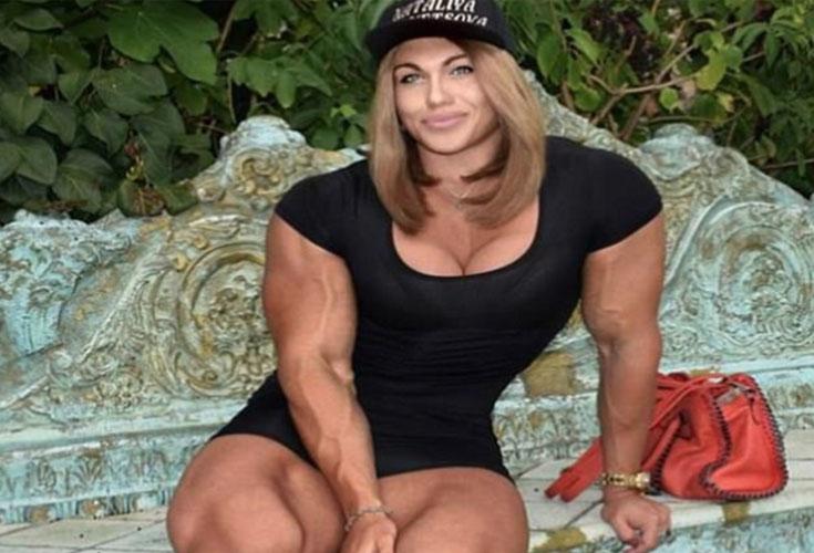 Вес - 100 кг, рост - 170 см. Как выглядит самая накачанная девушка в мире!
