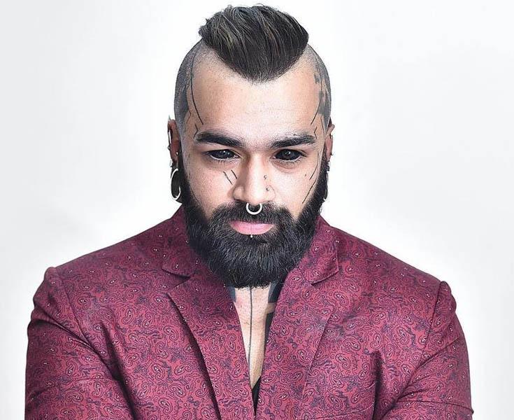 Дьявол во плоти! Индиец сделал шокирующее тату на глазных яблоках