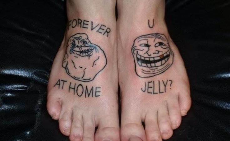 страшное тату на ногах