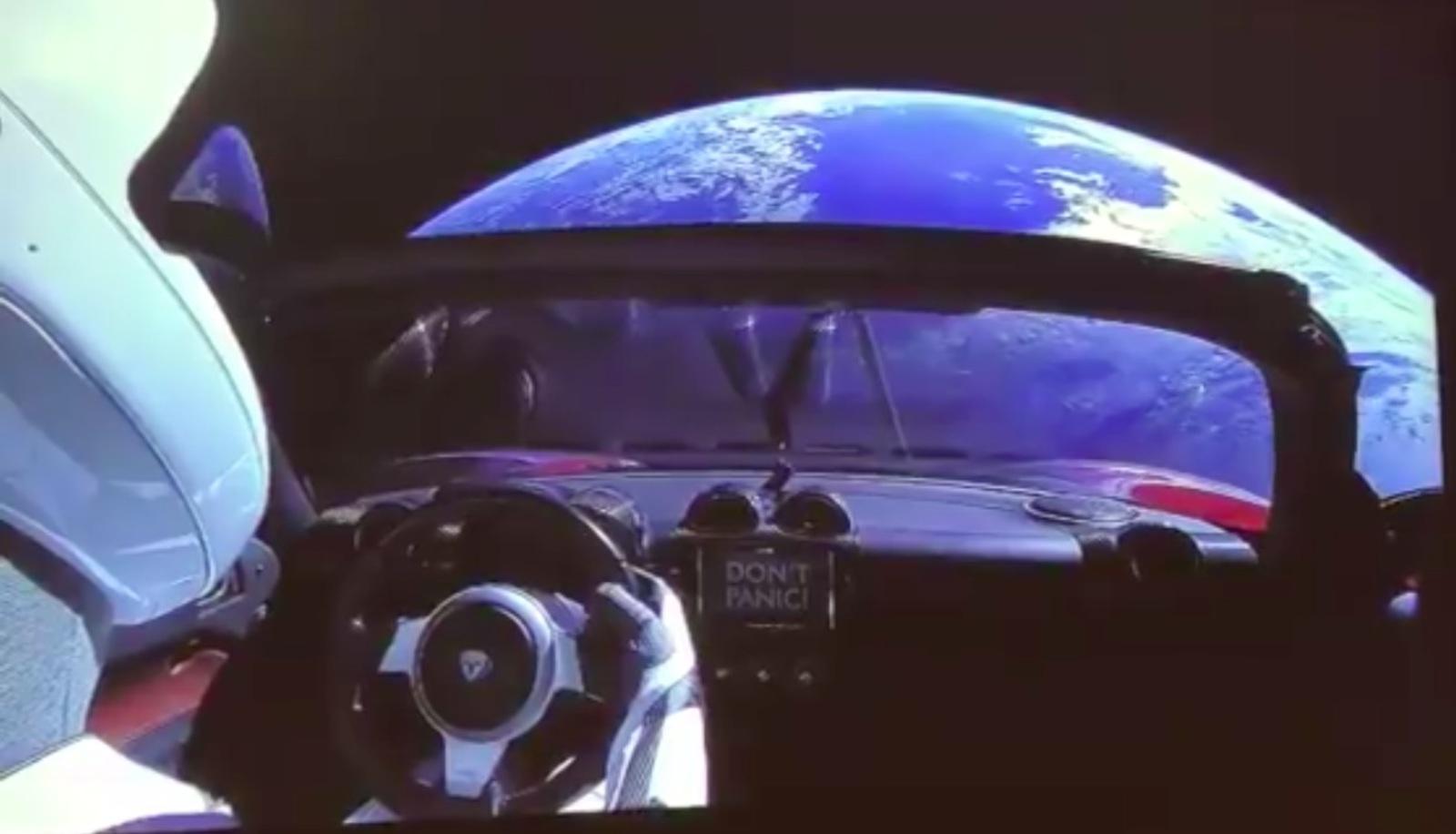Спорткар Илона Маска: упадет ли он на Землю