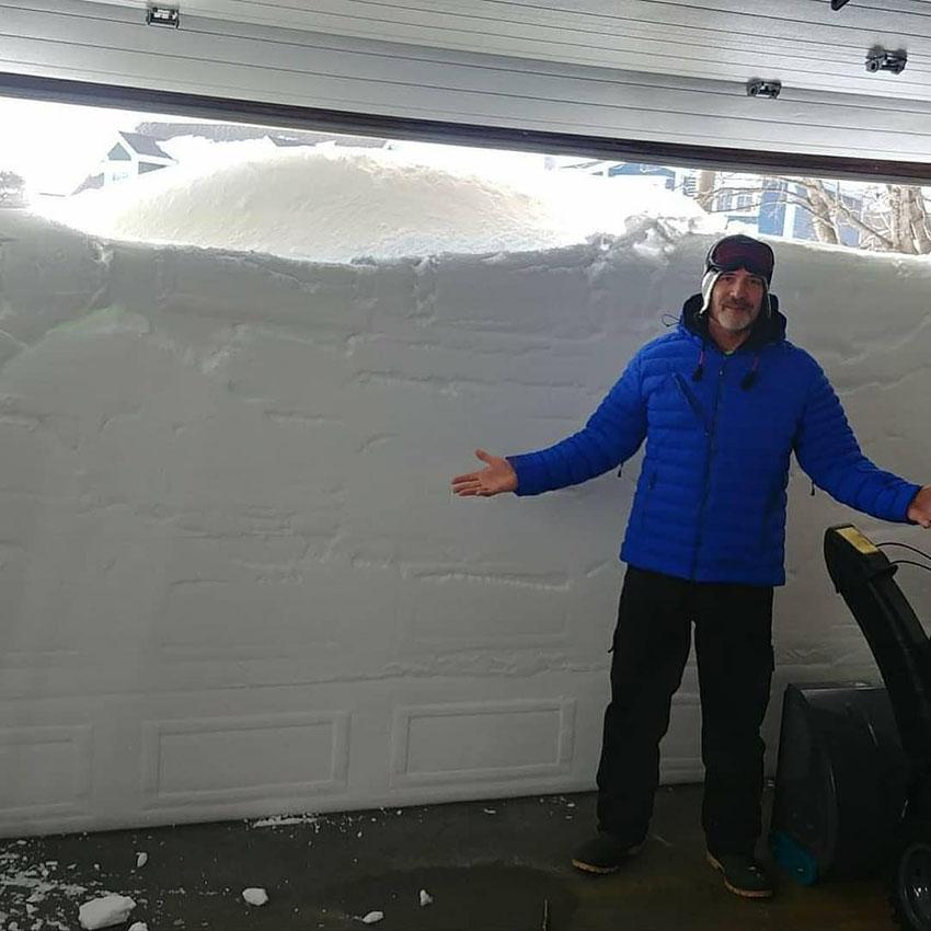 Снег в Канаде: новый рекорд и 3-метровые сугробы
